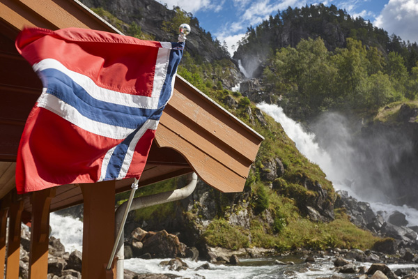 How to pick up a Norwegian girl and get intimate